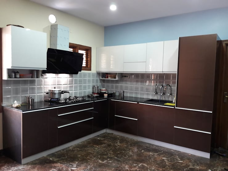 Project Gayatri—Mahalaxmi Layout—Bangalore:  Kitchen by Pebblewood.in