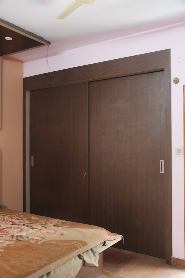 Project Gayatri—Mahalaxmi Layout—Bangalore:  Bedroom by Pebblewood.in