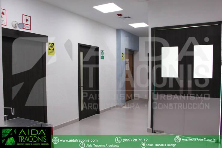 Hospitales de estilo  de AIDA TRACONIS ARQUITECTOS EN MERIDA YUCATAN MEXICO, Moderno