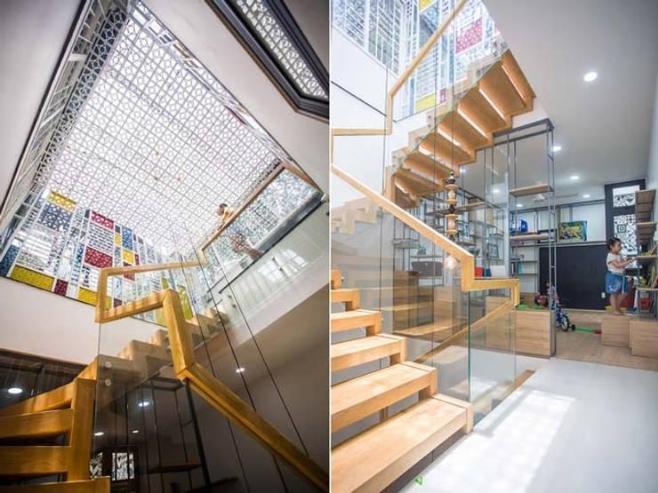 Giếng trời – giải pháp thông gió tối ưu:  Cầu thang by Công ty TNHH Xây Dựng TM – DV Song Phát