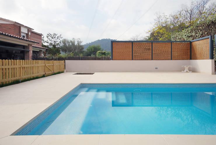 Abrils Studio의  정원 수영장