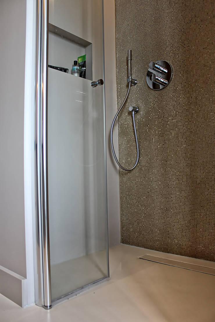 Naadloze Gietvloer in Badkamer :  Badkamer door Motion Gietvloeren