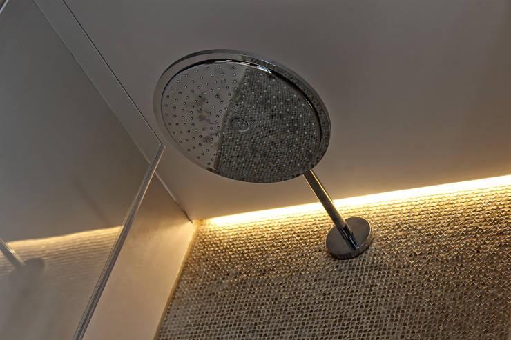 Naadloze Wanden in Badkamer :  Badkamer door Motion Gietvloeren