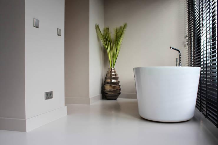 Betonlook Gietvloer in Badkamer :  Badkamer door Motion Gietvloeren