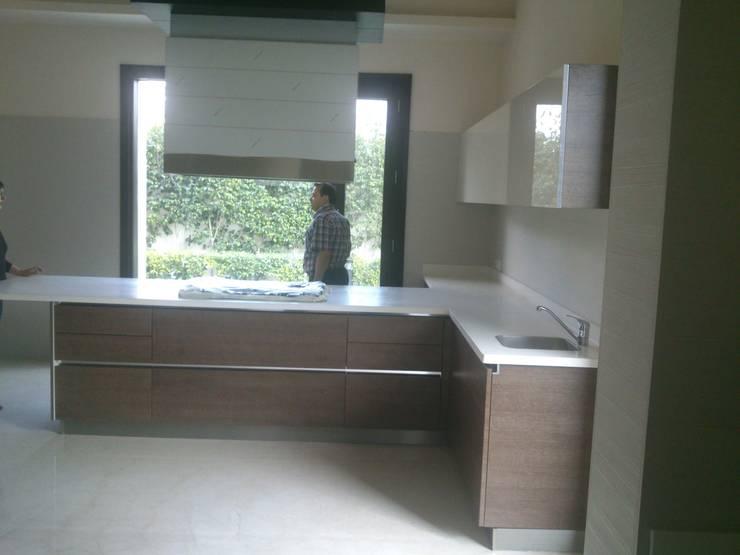 Modular Kitchen:  Kitchen units by ANBN DESIGNS