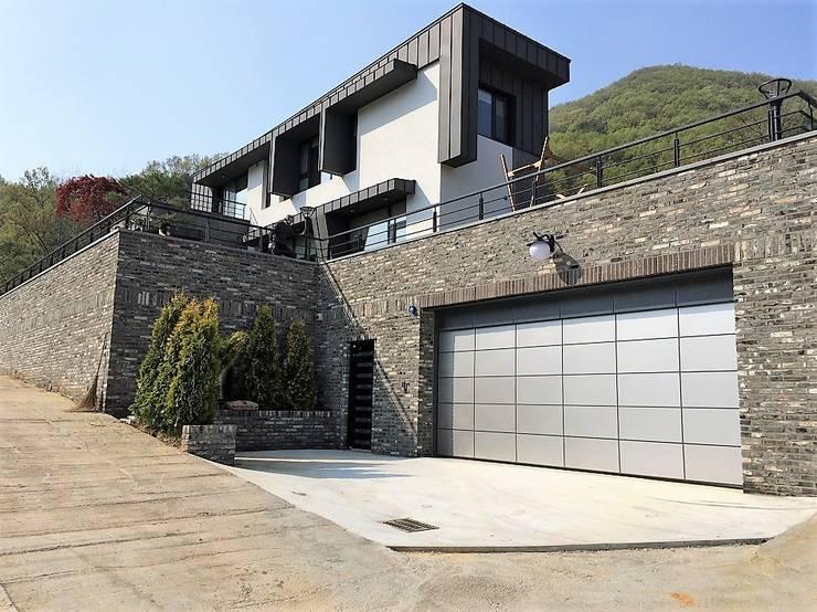 봉곡리주택: 건축사 사무소 YEHA의  주택,모던 벽돌