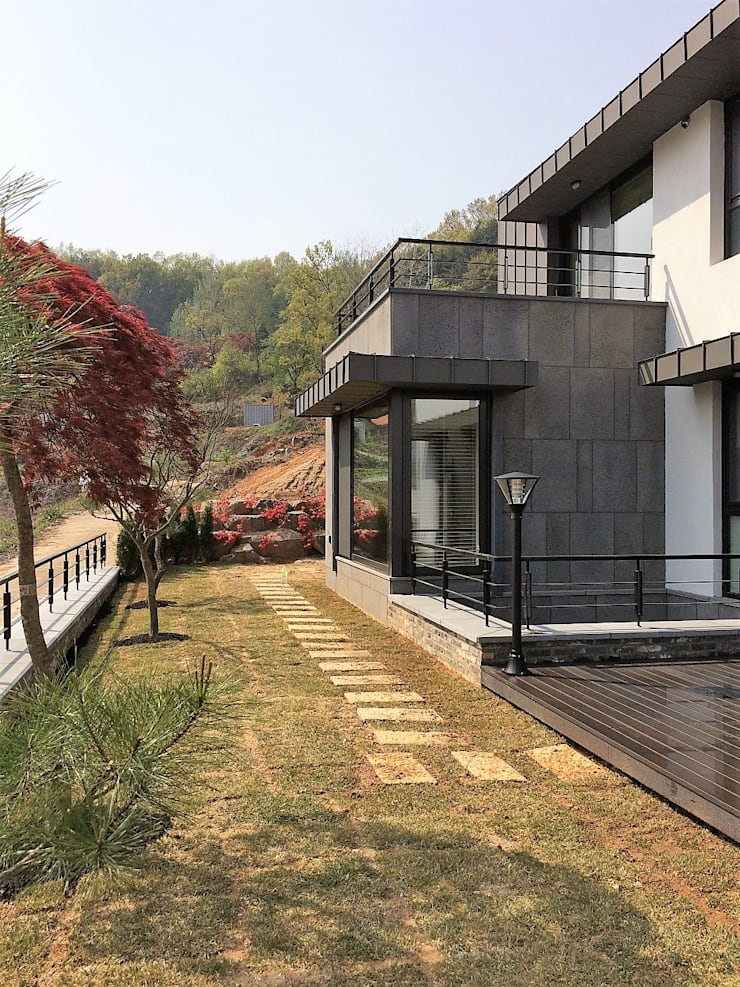 봉곡리주택: 건축사 사무소 YEHA의  앞마당,모던