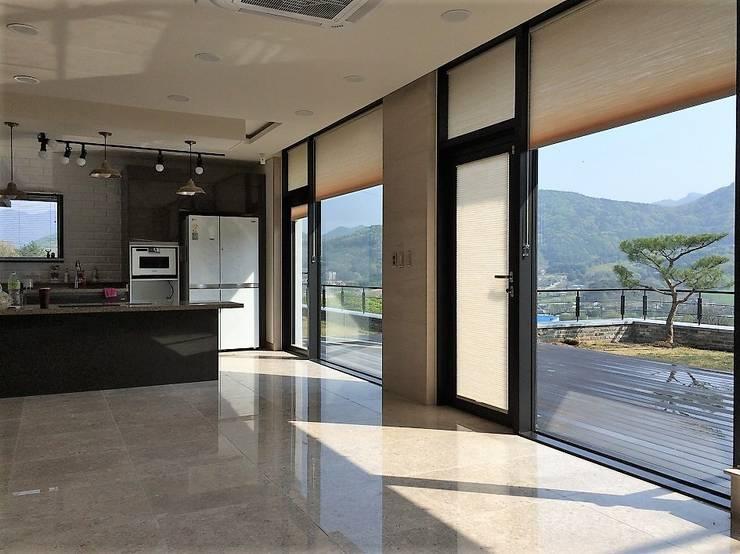 봉곡리주택: 건축사 사무소 YEHA의  거실