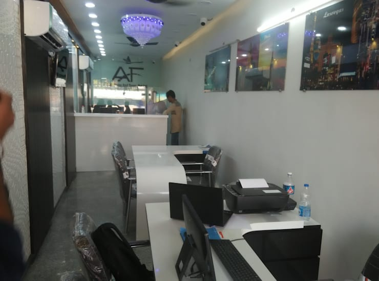 Tour and travel office:  Commercial Spaces by ANBN DESIGNS