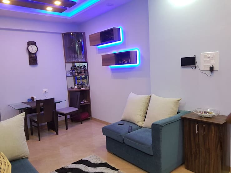 Navi Mumbai flat:  Dining room by Creative Focus