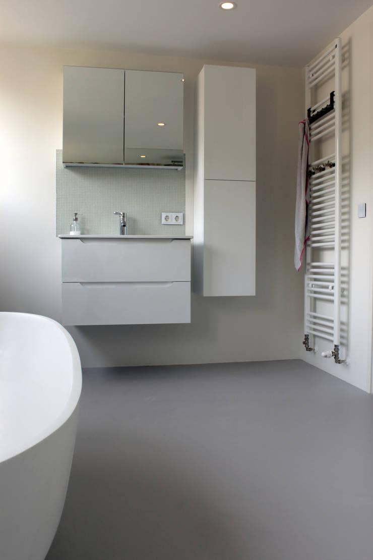 PU-Gietvloer als Basis voor een Tijdloos Interieur :  Badkamer door Motion Gietvloeren