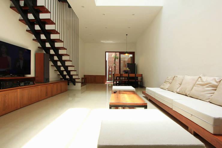 Living room by Công ty TNHH Xây Dựng TM – DV Song Phát
