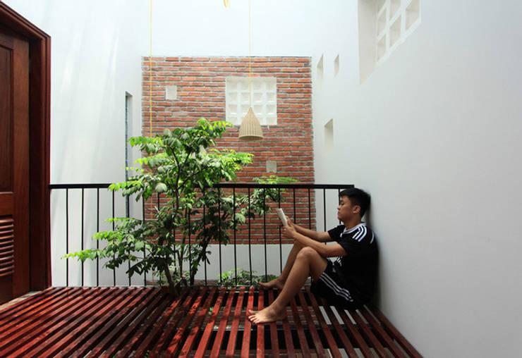 Corridor, hallway by Công ty TNHH Xây Dựng TM – DV Song Phát