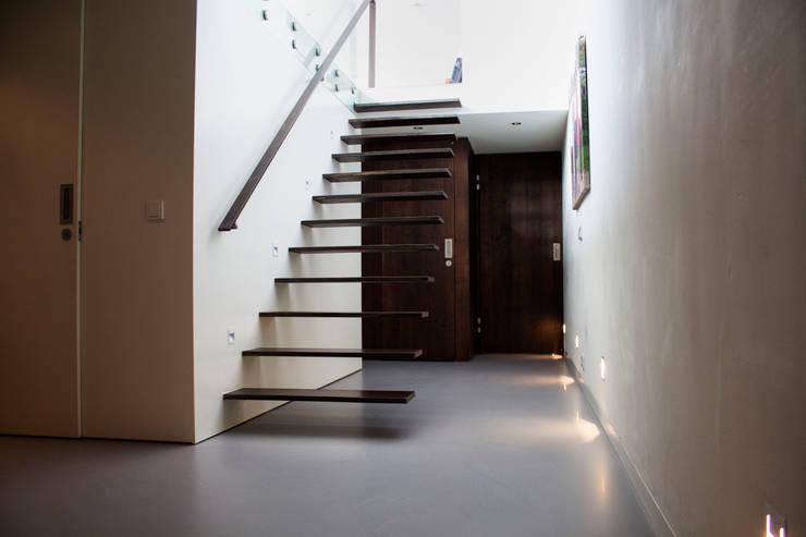 Betonlook Gietvloer in Woning:  Vloeren door Motion Gietvloeren