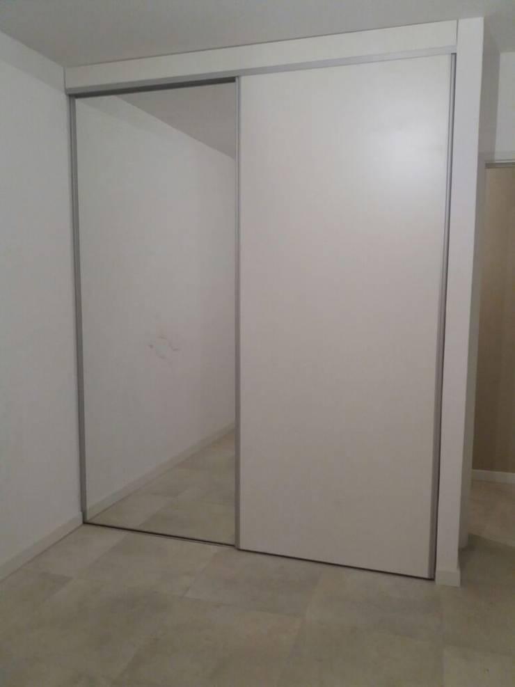 Placar baño en suite. mueble de placard.: Dormitorios de estilo  por NG Estudio,