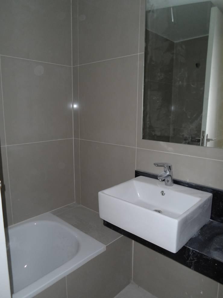 Baño. Mesada y ducha-: Baños de estilo  por NG Estudio,Moderno Cerámico