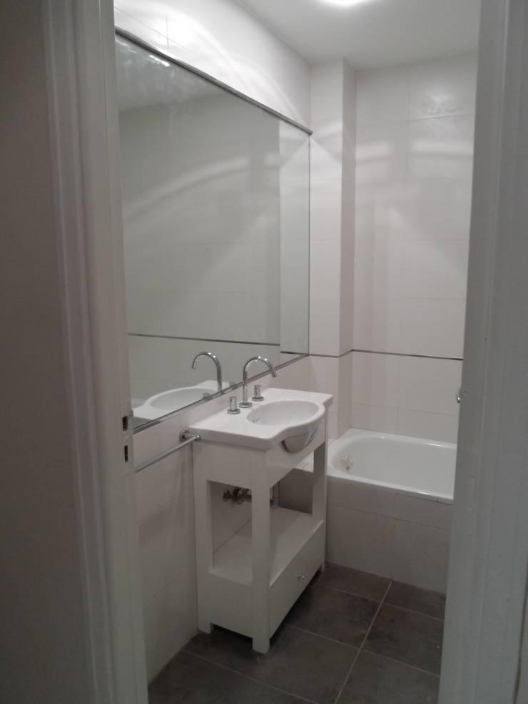 Baño principal: Baños de estilo  por NG Estudio