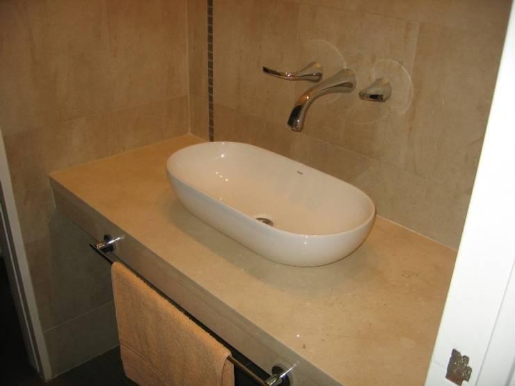 Baño principal: Baños de estilo  por NG Estudio,