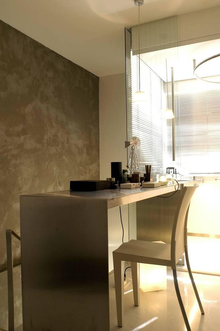 Formwell Garden:  Wine cellar by Clifton Leung Design Workshop