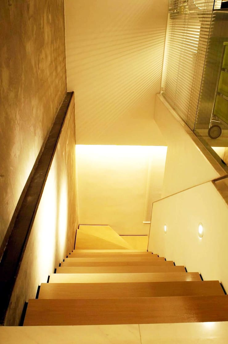 Formwell Garden:  Stairs by Clifton Leung Design Workshop