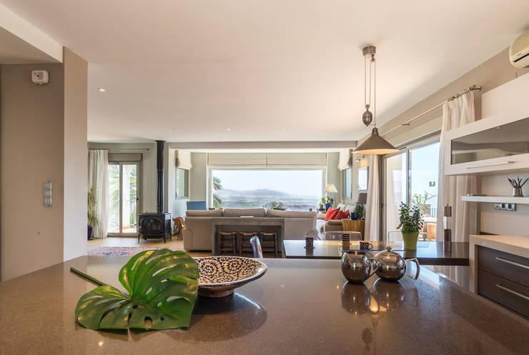 مطبخ ذو قطع مدمجة تنفيذ Home & Haus | Home Staging & Fotografía