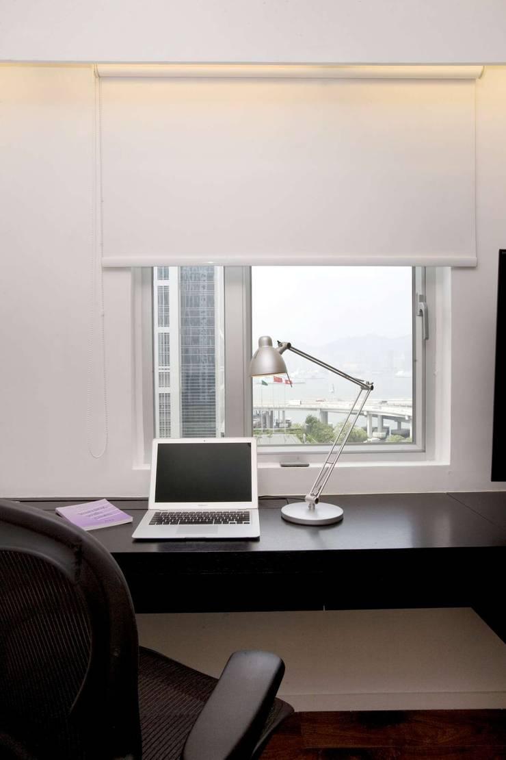 Healthy Garden: modern Study/office by Clifton Leung Design Workshop