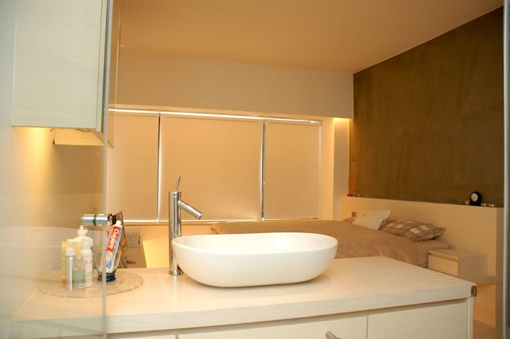 Park Towers:  Bathroom by Clifton Leung Design Workshop, Modern
