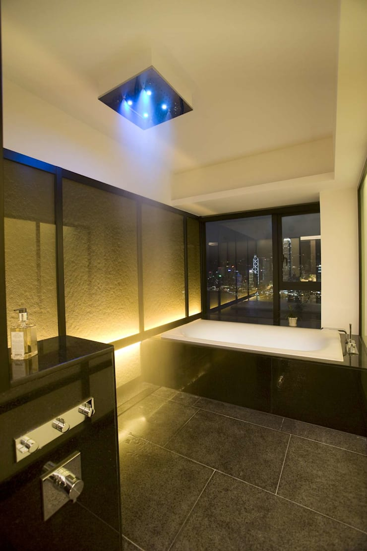 Bathroom by Clifton Leung Design Workshop