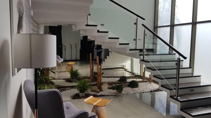 Colinas de Santa Anita: Escaleras de estilo  por Arki3d