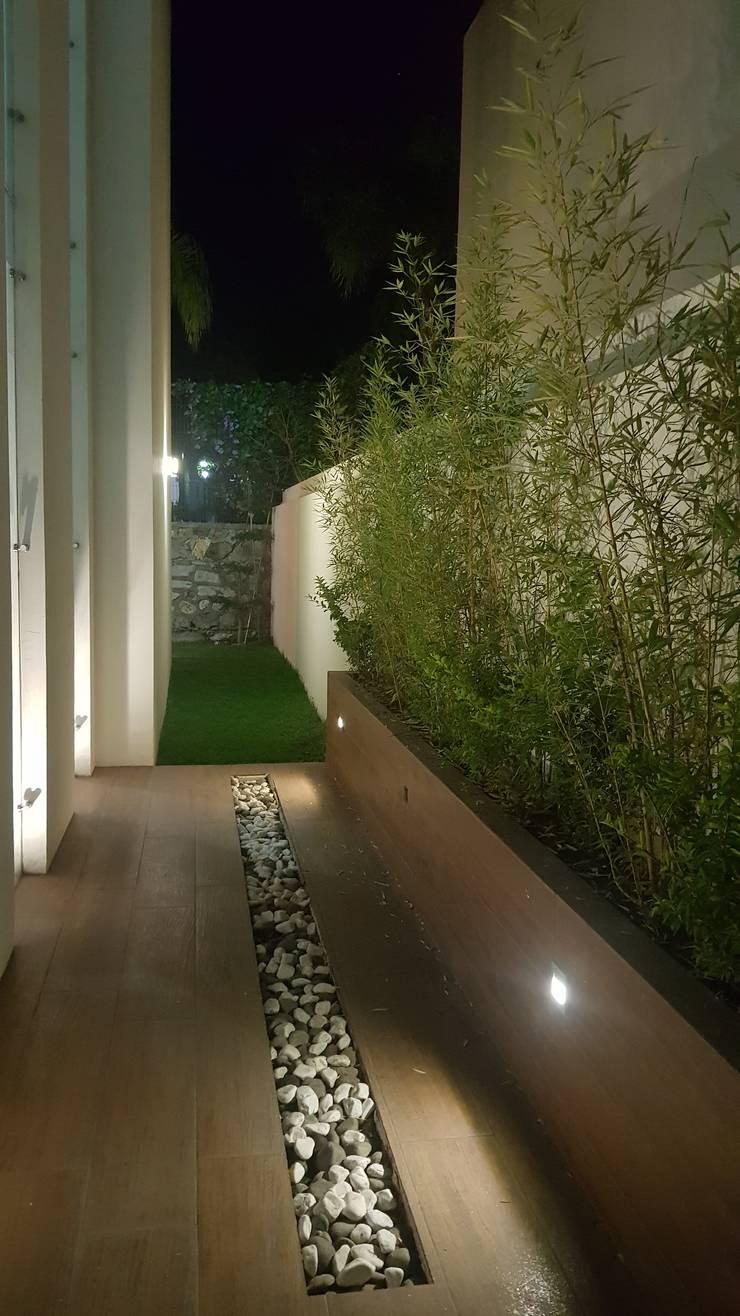 PROVENZA 2: Casas de estilo moderno por Arki3d