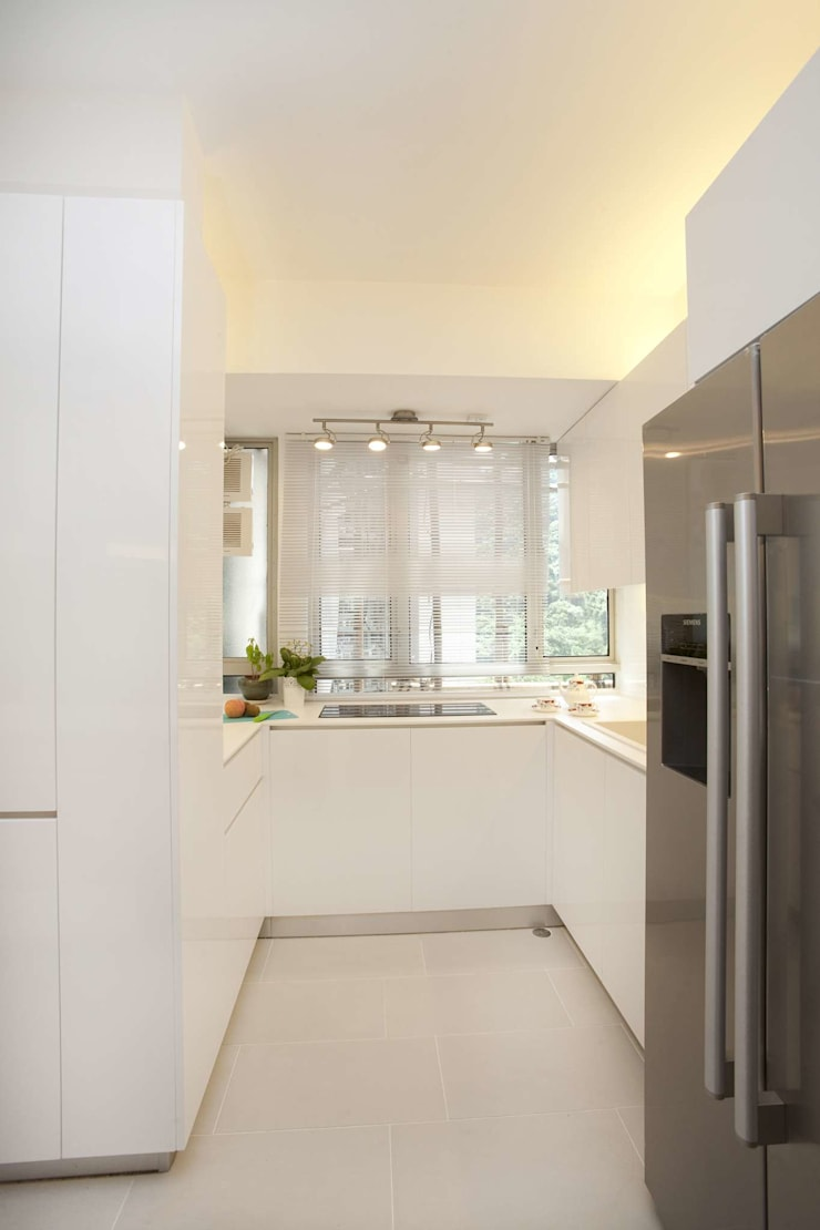 Tregunter Tower:  Kitchen by Clifton Leung Design Workshop