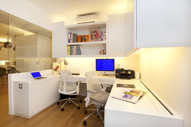 Tregunter Tower:  Study/office by Clifton Leung Design Workshop