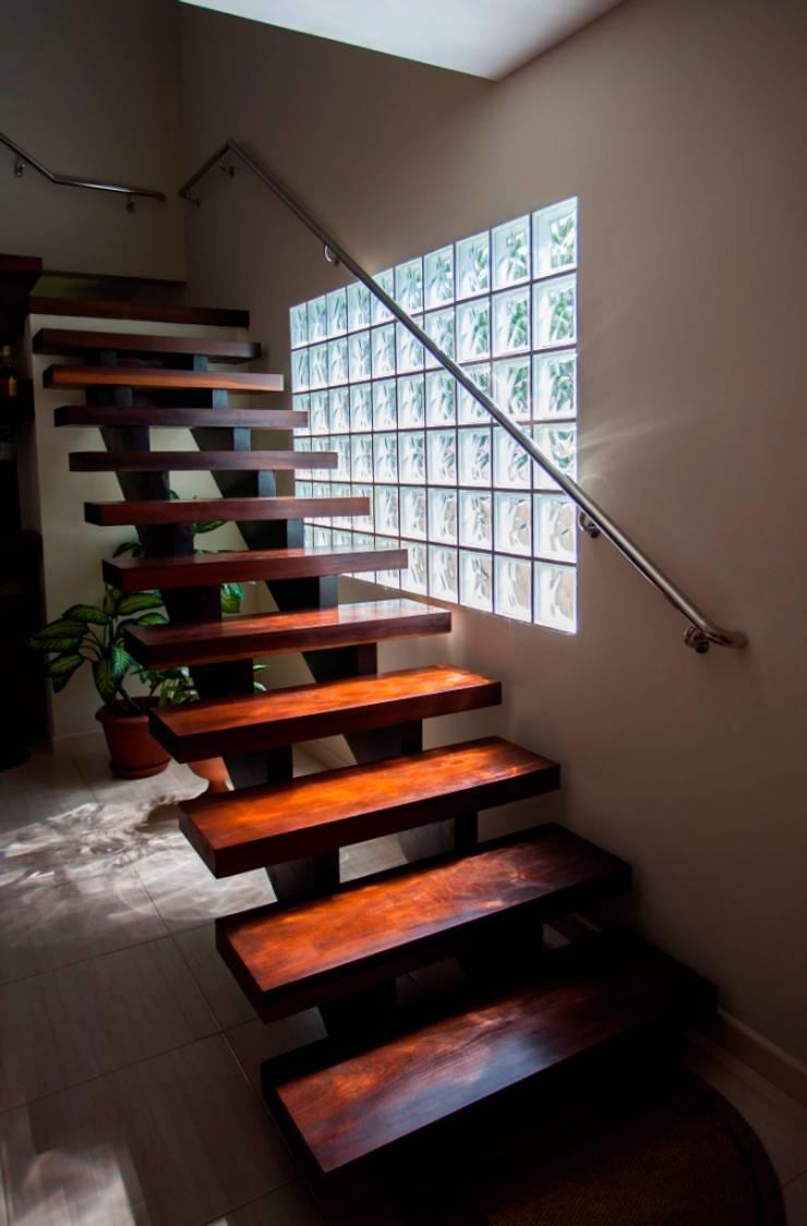 Projeto Arquitetônico no estilo rústico: Escadas  por Janete Krueger Arquitetura e Design