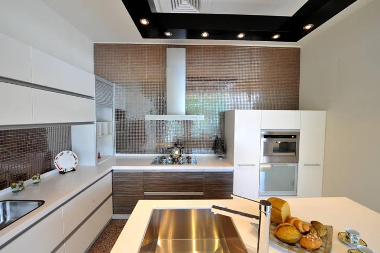 廚具配置:  廚房 by 昱閣室內裝修設計