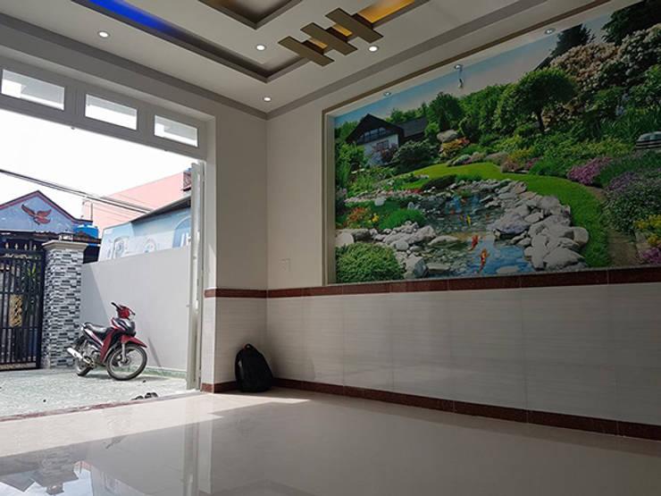 Gia chủ đã chọn màu sơn trắng làm màu chủ đạo.:  Phòng khách by Công ty TNHH Thiết Kế Xây Dựng Song Phát