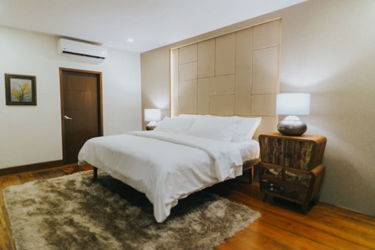 MTB House:  Bedroom by Living Innovations Design Unlimited, Inc.