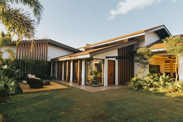 MTB House: tropical Garden by Living Innovations Design Unlimited, Inc.