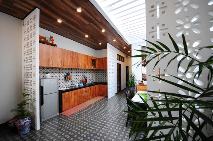 Built-in kitchens by Công ty TNHH Xây Dựng TM – DV Song Phát