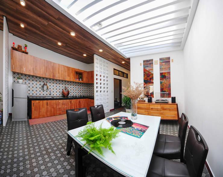 Dining room by Công ty TNHH Xây Dựng TM – DV Song Phát