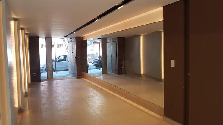 Edificio Quesada 2945: Pasillos y recibidores de estilo  por MDOS Desarrollos Inmobiliarios,