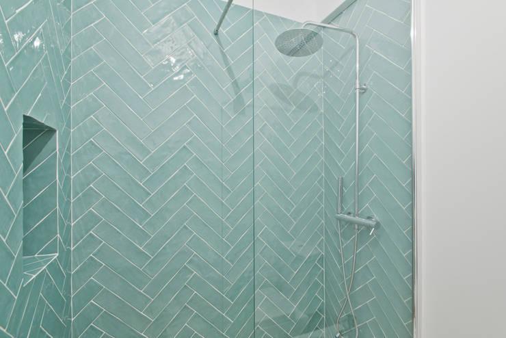 Instalação Sanitária : Casas de banho  por menta, creative architecture