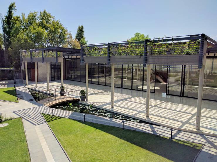 """Centro de Eventos """"Casa García-Huidobro"""":  de estilo  por JVA"""