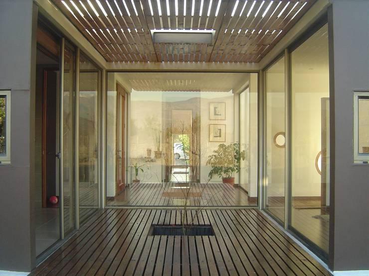 Casa Harambillet: Casas de estilo  por JVA