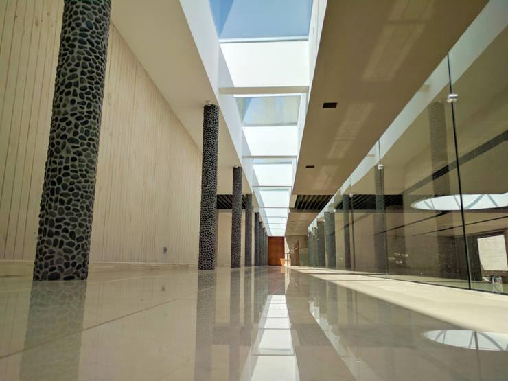 Centro de Eventos <q>Casa García-Huidobro</q>:  de estilo  por JVA