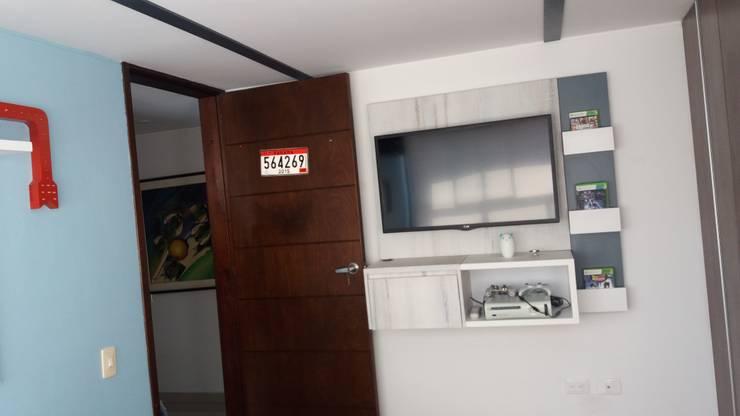 Mueble tv: Dormitorios de estilo  por TICKTO STUDIO