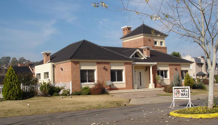 Casa BN: Chalets de estilo  por Estudio D3B Arquitectos,Clásico Ladrillos