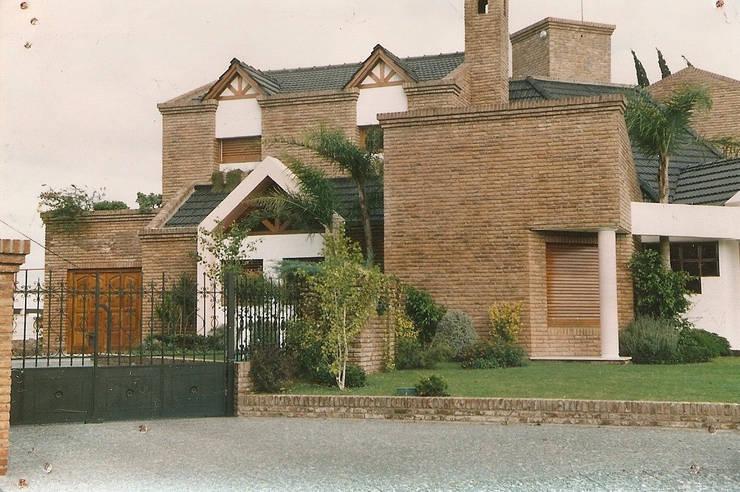 Casa Z: Chalets de estilo  por Estudio D3B Arquitectos,