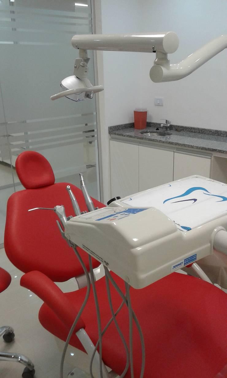Consultorio MV: Clínicas y consultorios médicos de estilo  por Estudio D3B Arquitectos,