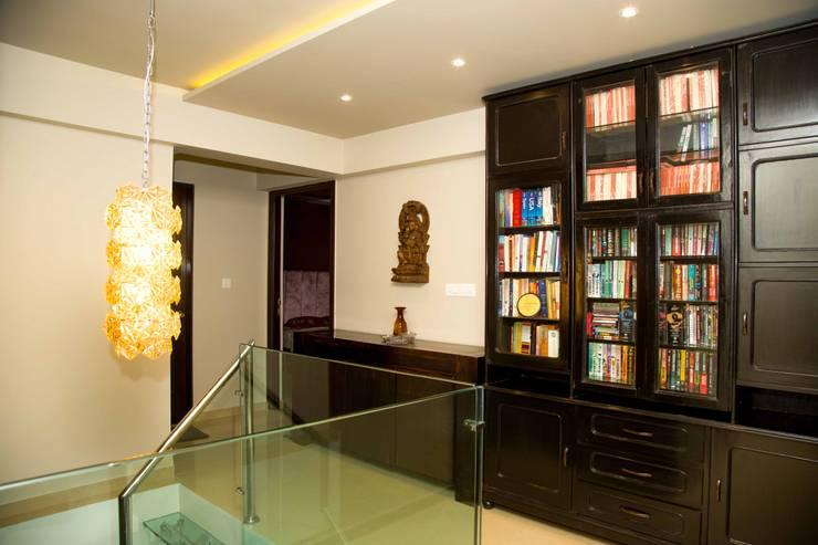 Mrs. Rama Vaidyananath:  Corridor & hallway by Aesthetica