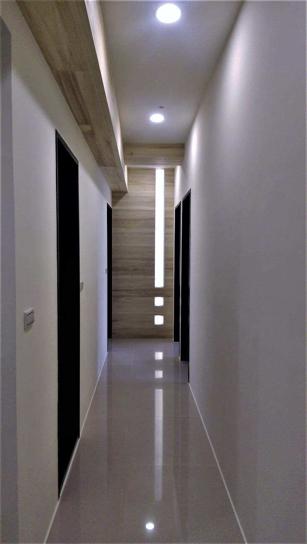 Natural Modern || wood lines北歐的木趨線:  走廊 & 玄關 by 喬克諾空間設計